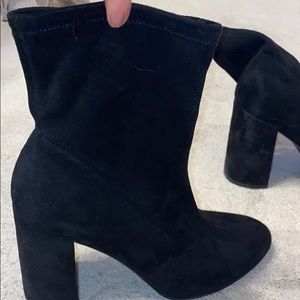 Beautiful suede short boots!